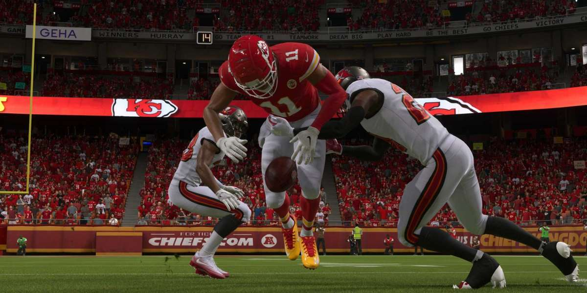 How do players get rewards in Madden 22 Ultimate Team?